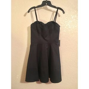 Black dress with removable straps 👗